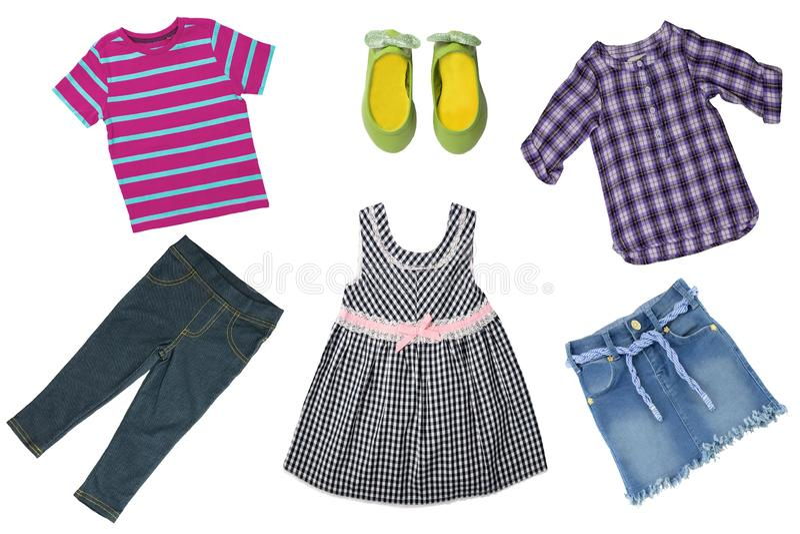Sommerart und weise Collagensatz Babykindermädchenkleidung lokalisiert auf einem weißen Hintergrund T-Shirts, Röcke, Schuhe oder  stockfoto