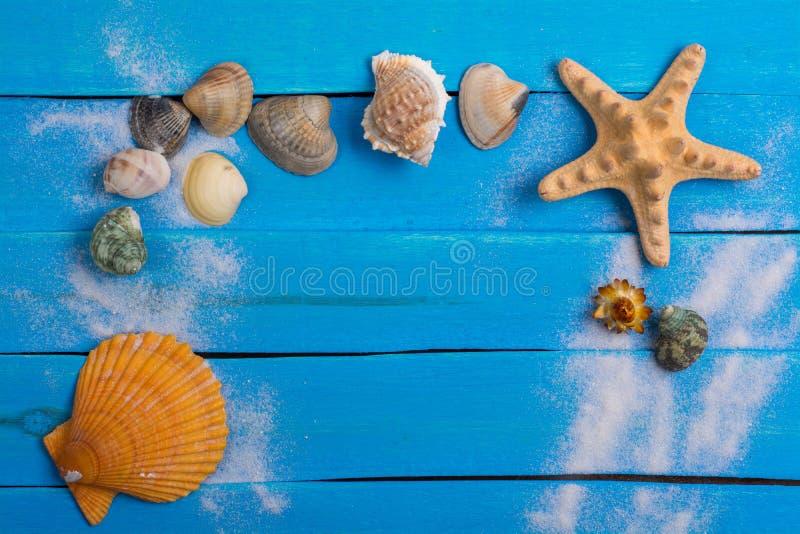 Sommereinstellung mit wenigen Marine Items-Hintergrund lizenzfreie stockbilder
