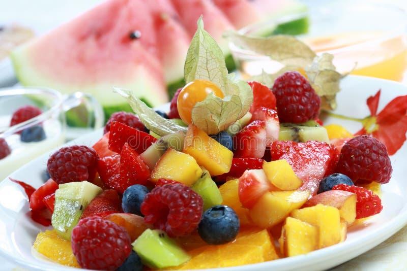 Sommererfrischung - Fruchtsalat lizenzfreie stockfotografie
