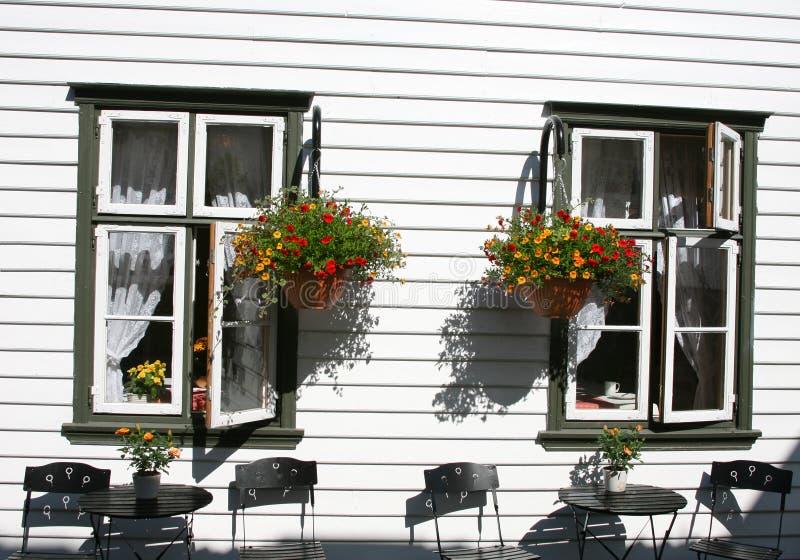 Sommerfenster stockfotos