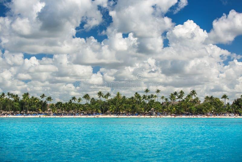 Sommerferien in der Dominikanischen Republik Schöne Ansicht in Richtung zu lizenzfreie stockfotos