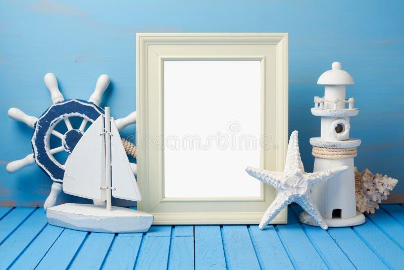 Sommerferien-Ferienkonzept mit Fotorahmen stockfotos