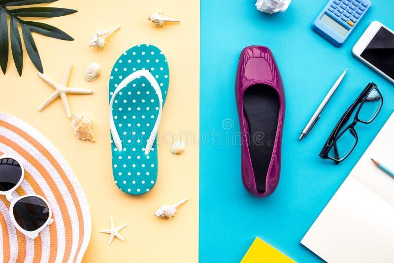 Sommerferien und beschäftigte Konzepte des Jobs mit unterschiedlichem Lebensstil des Zusatzes auf buntem Hintergrund lizenzfreies stockfoto