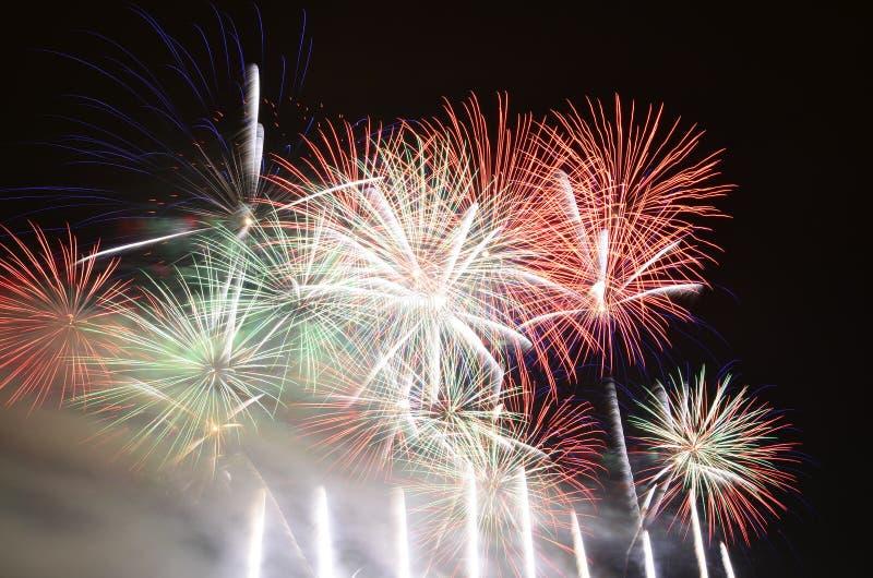 Sommerfeuerwerksshow lizenzfreies stockfoto