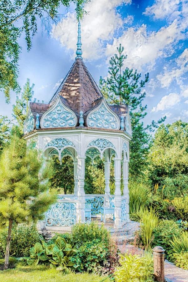 Download Sommergarten mit Nische stockfoto. Bild von architektur - 90236190