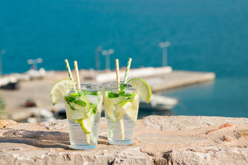Sommergetränk-Sodawassercocktail stockfotos