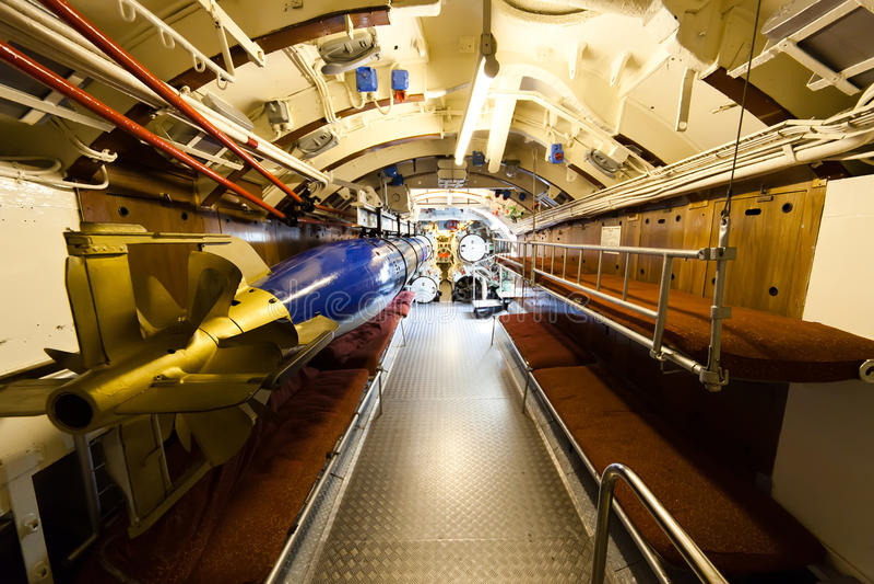 Sommergibile tedesco - scompartimento della torpedine fotografie stock