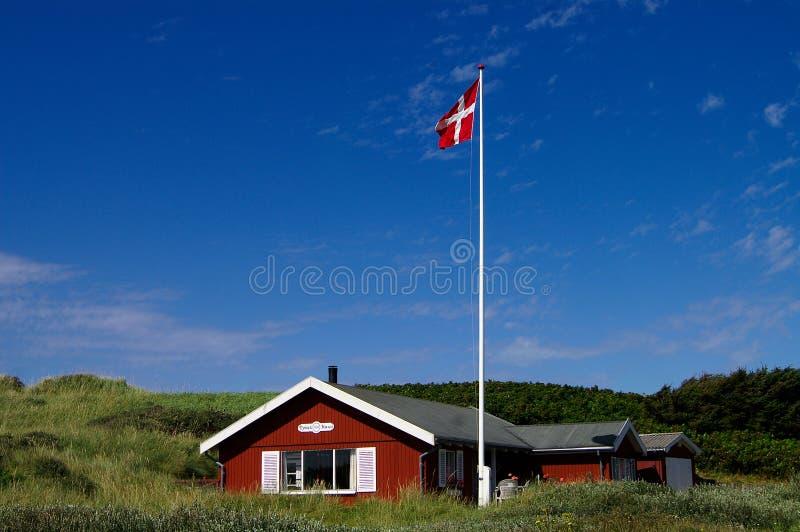 Sommerhus mit Himmel lizenzfreie stockfotos