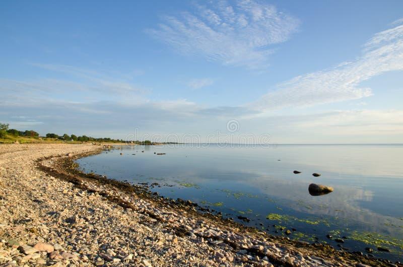 Sommerküstenlinie stockfoto