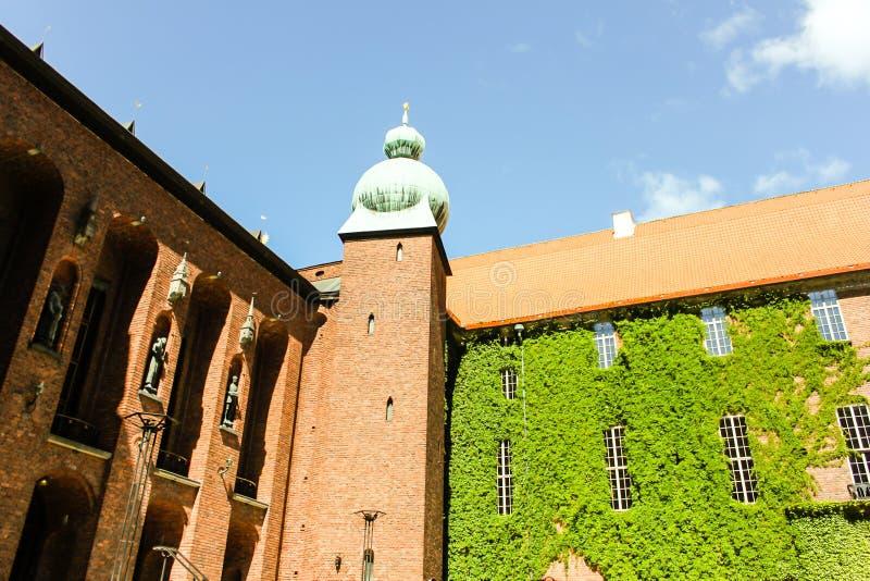 Sommerlandschaft der Stadt Hall Tower in der alten Stadt in Stockholm, stockfotos