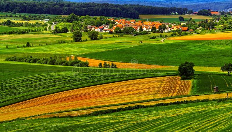 Sommerlandschaft nahe Hanau, Deutschland lizenzfreie stockbilder