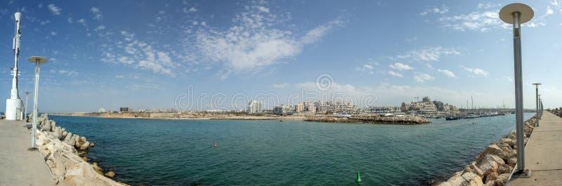 Sommerliche Mittelmeerküste stockbilder