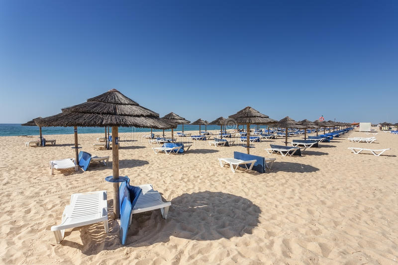 Sommermorgen auf der Strandinsel von Tavira Portugal, Algarve stockbild