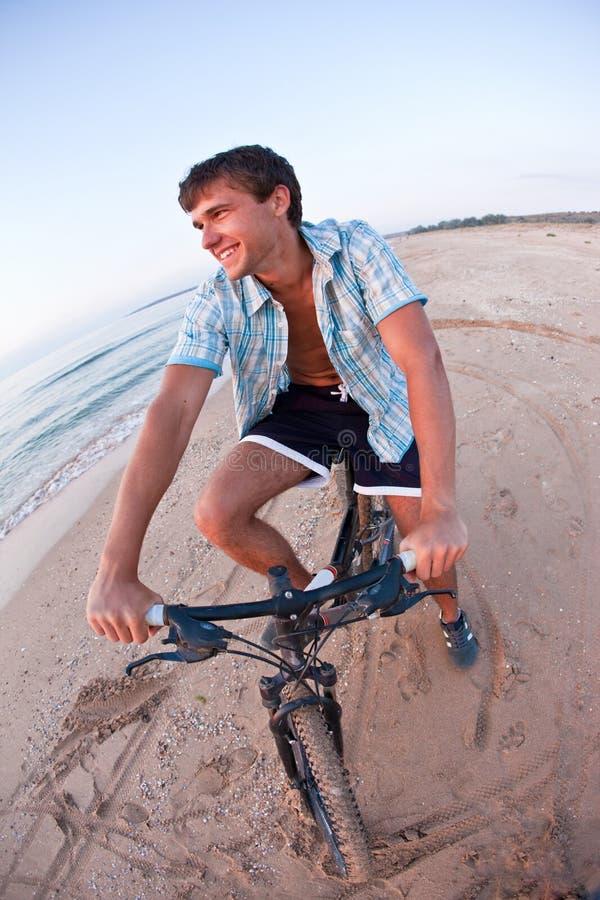 Sommerradfahrer stockbild