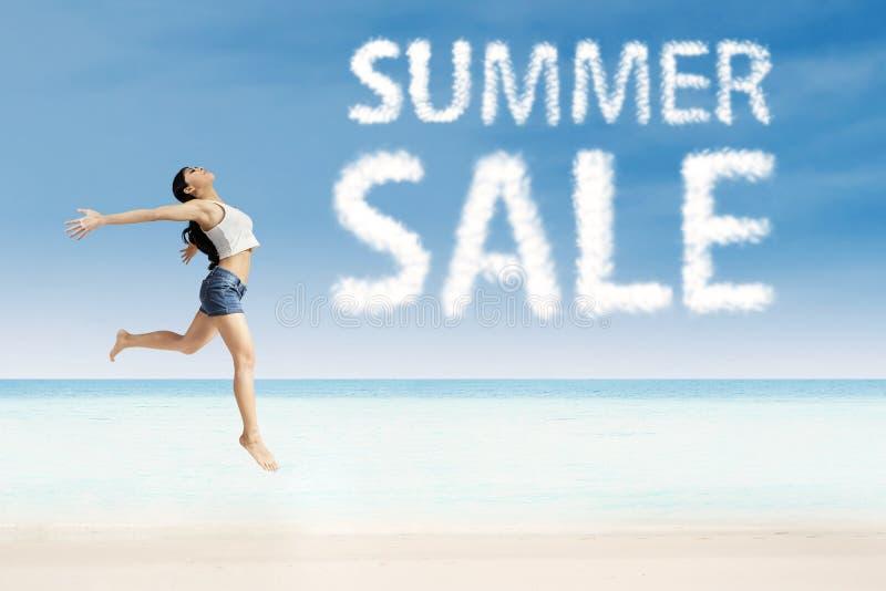 Sommerschlussverkaufwerbung lizenzfreie stockfotografie