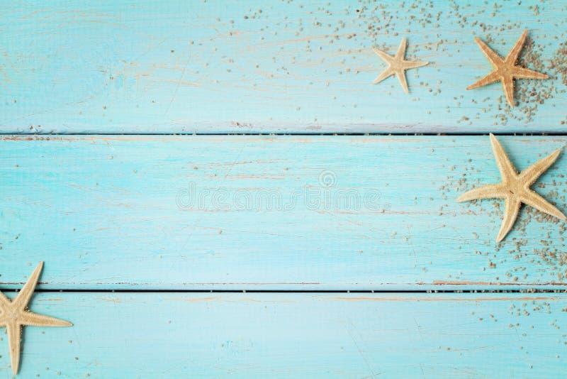 Sommerschnecken auf Holzboden stockbild