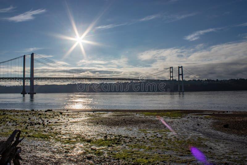 Sommersonne des frühen Morgens über Tacoma verengt Brücke 1 lizenzfreies stockfoto