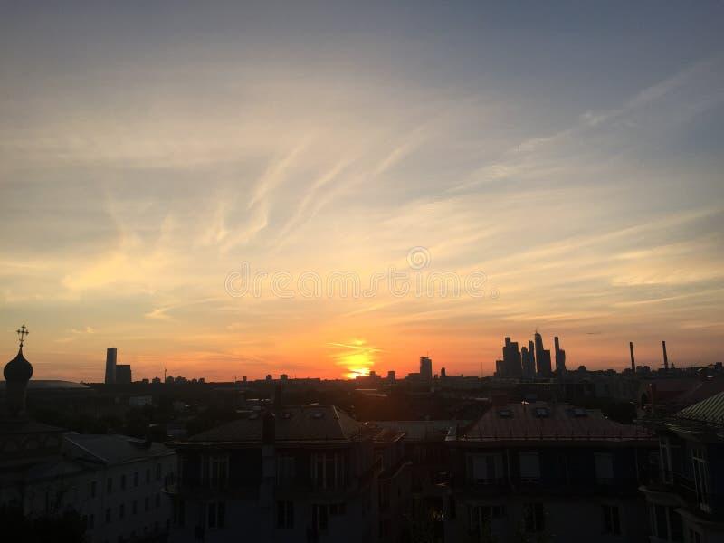 Sommersonnenuntergang Moskau stockfotos