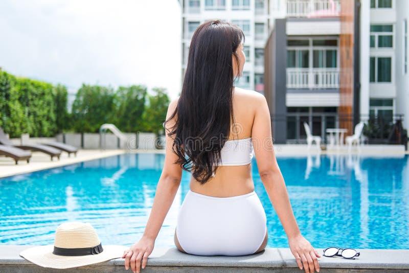 Sommerspaß im Feiertag, glücklicher entspannender Schönheitslebensstil stockbilder