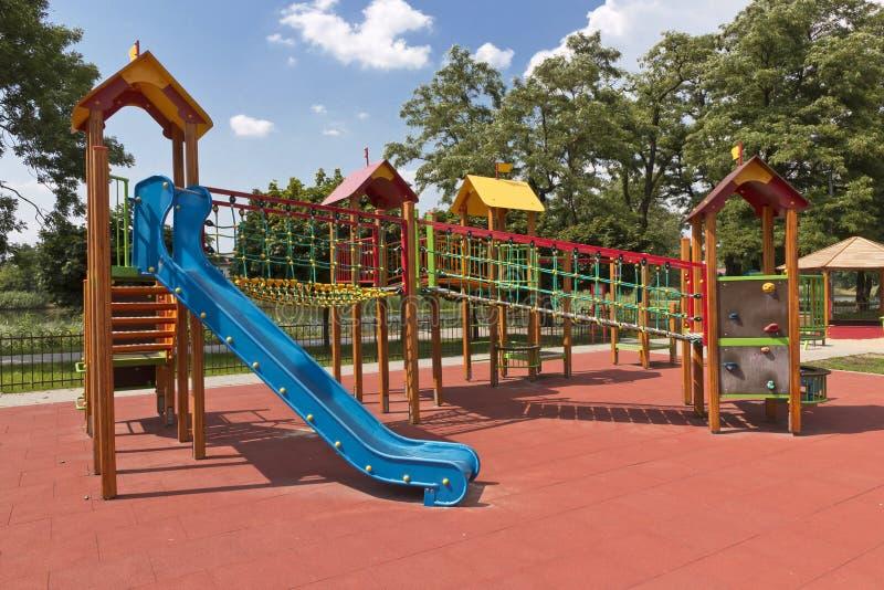 Sommerspielplatz. stockbild