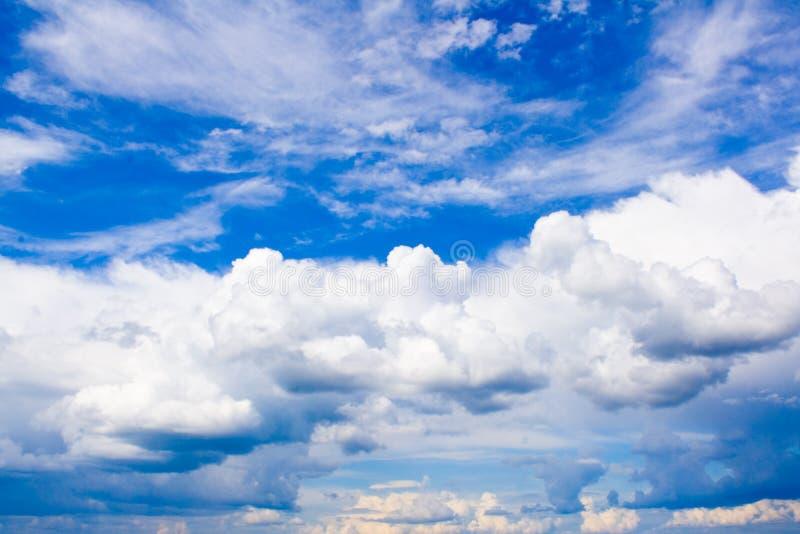Sommerwolken Stockfotos