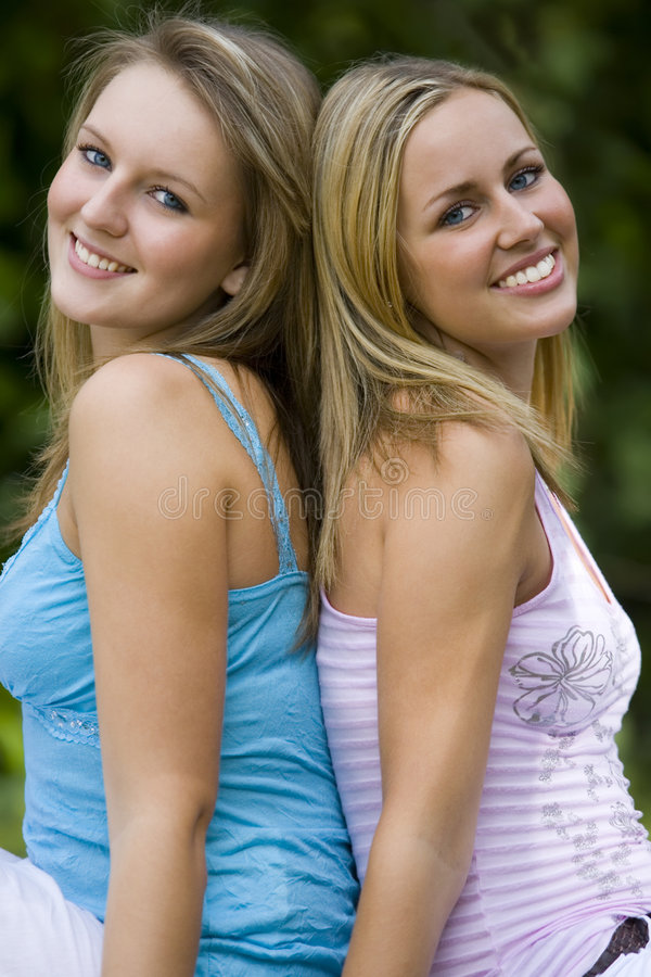 Sommerzeit-Freunde lizenzfreie stockbilder