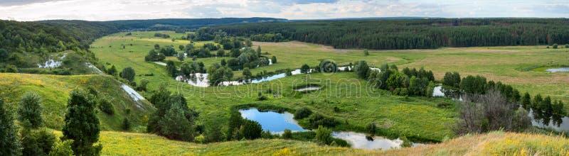 Download Sommerzeitlandschaftsfahne, Panorama - River Valley Des Siverskyi Seversky Donets Stockbild - Bild von schönheit, wiesen: 96934641