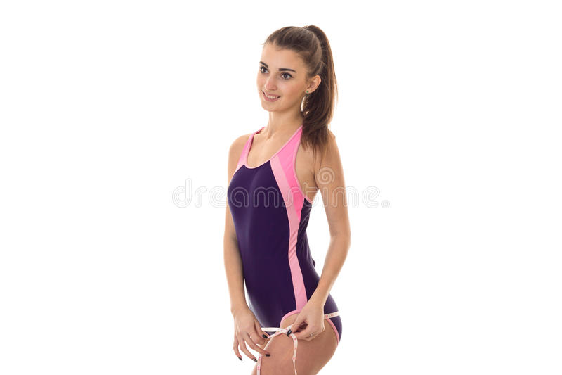 Sommerzeitporträt junger netter Dame Badeanzugaufstellung in der in voller Länge lokalisiert auf weißem Hintergrund im Studio stockfotografie