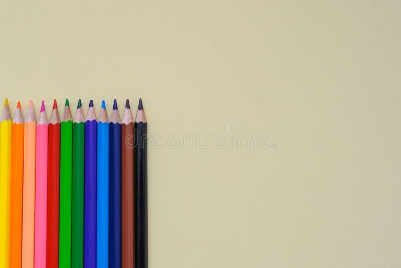 Sommige kleurpotloden royalty-vrije stock afbeeldingen