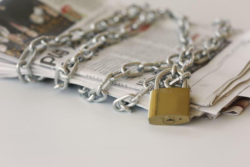 In sommige landen is de pers onder druk royalty-vrije stock afbeelding