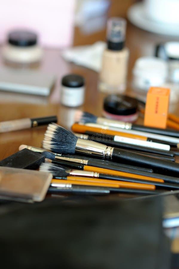 Sommige make-upborstels en toebehoren stock afbeelding