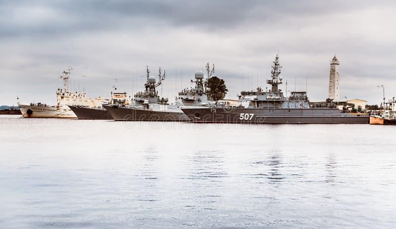 Sommige militaire schepen in haven royalty-vrije stock fotografie
