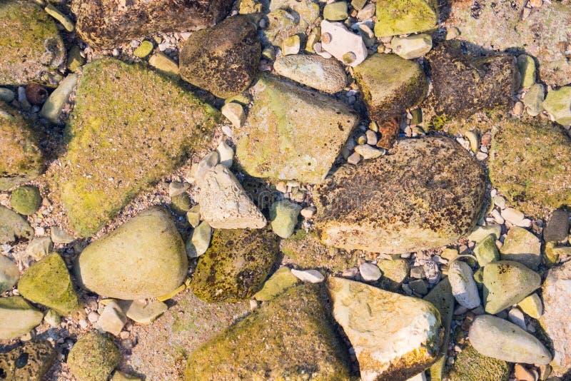 Sommige stenen van verschillende vormen en grootte royalty-vrije stock foto's