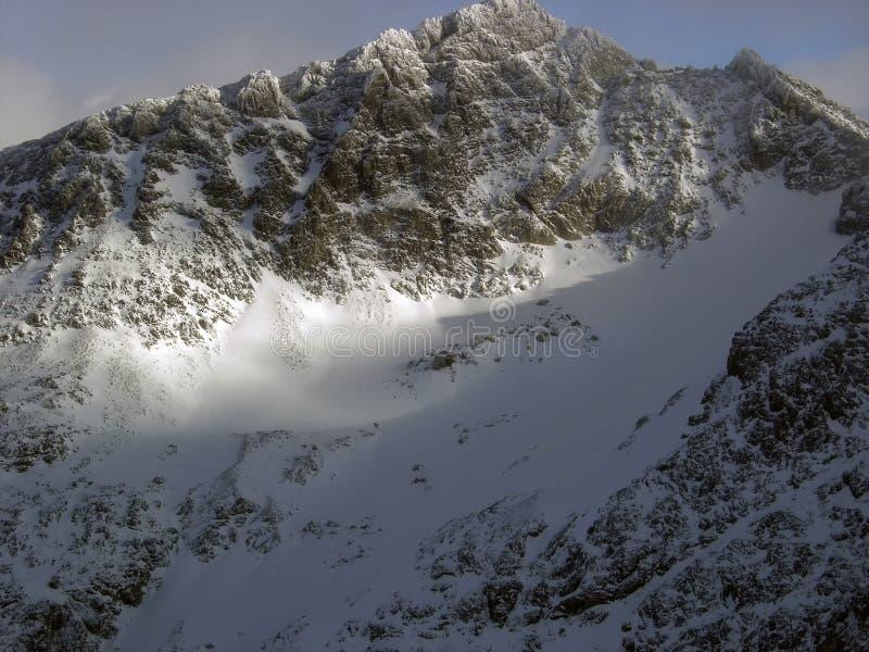 Sommità Sunlit in cima ad un ghiacciaio del pattino a Blackcomb Moun fotografia stock