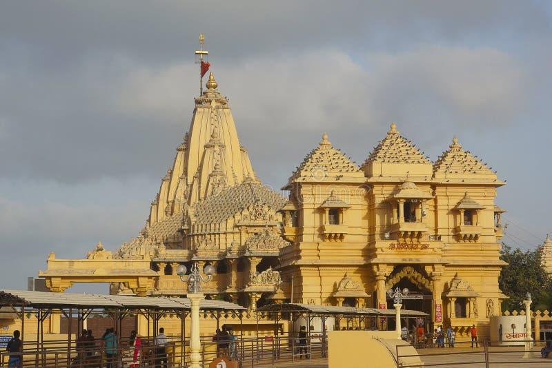 Somnathtempel zoals die van kant, Saurashtra, Gujarat wordt gezien royalty-vrije stock afbeeldingen