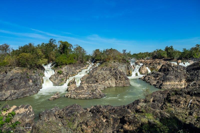 Somphamit vattenfall eller Liphi vattenfall på den Don Khone ön i Laos royaltyfri fotografi