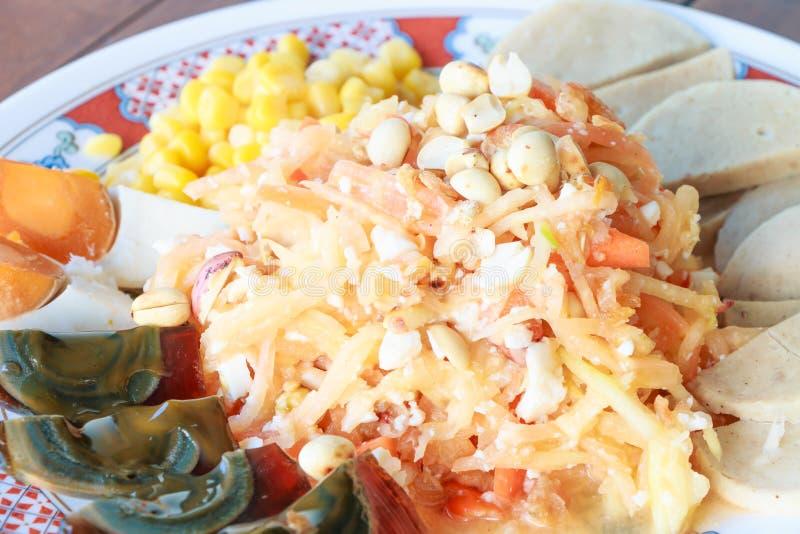 Somtam Salada da papaia do alimento e milho tailandeses dos ovos foto de stock