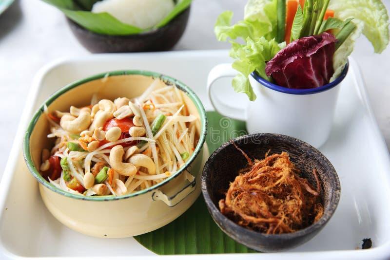 Somtum tailandese locale dell'alimento con il riso appiccicoso del amd della carne di maiale fotografia stock libera da diritti