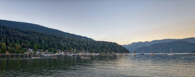Son Canada du nord de Vancouver de parc profond de crique photo stock
