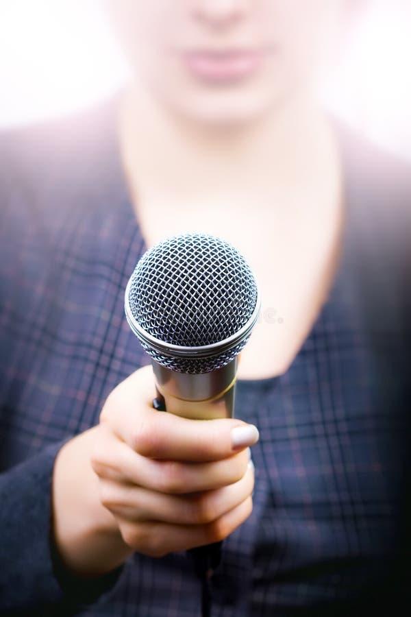 Sondeo de opinión y concepto de la reacción del público imagen de archivo