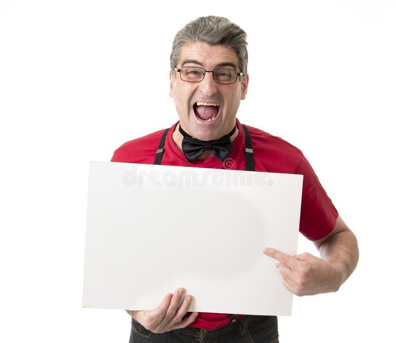 Sonderbares und lustiges 40s zum verrückten Mann der Verkäufe 50s mit bowtie und rotem s stockfotografie