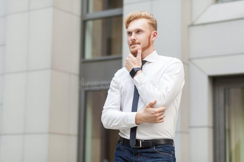 Sonderlingschef haben eine Innovationsidee für sein Geschäft stockfoto