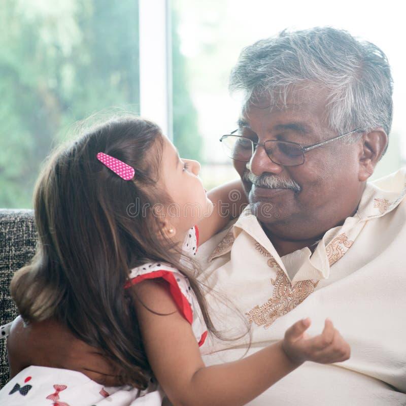 Sondotter och farfar royaltyfria foton