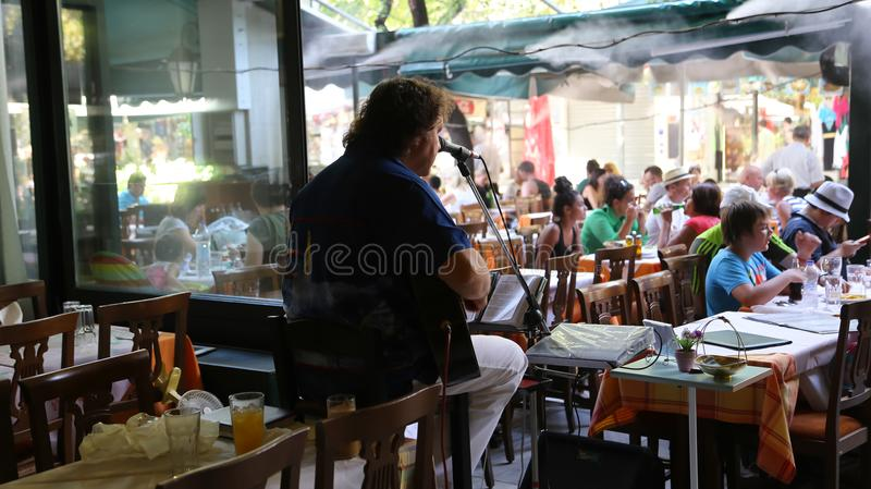 Songer en el restaurante Atenas Grecia fotos de archivo libres de regalías