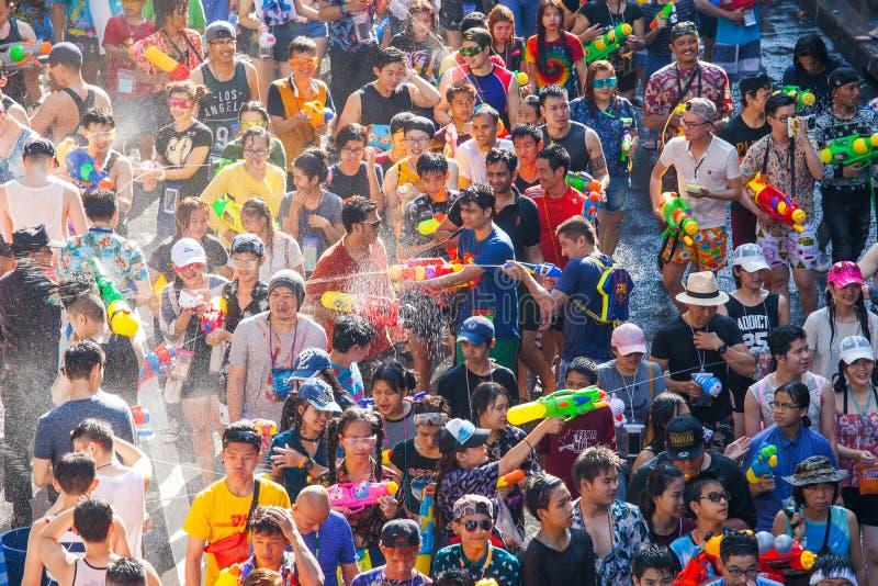 Songkran节日在西罗姆,曼谷 庆祝泰国传统新年 库存图片