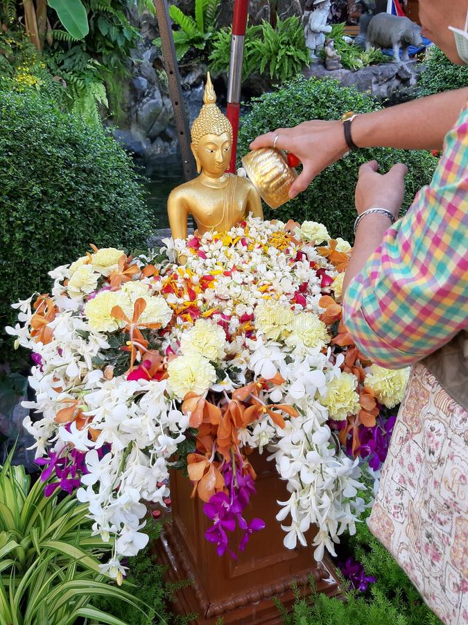 Songkran-Festival in Thailand, buddhistisches Motiv lizenzfreie stockfotos