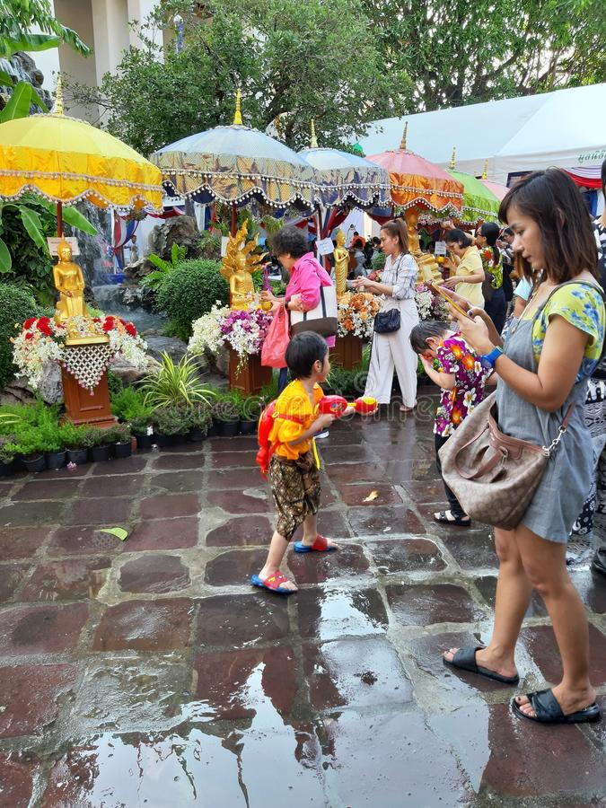 Songkran-Festival in Thailand, buddhistisches Motiv lizenzfreie stockbilder
