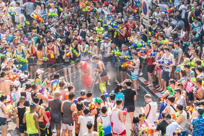 Songkran vattenfestival arkivfoto