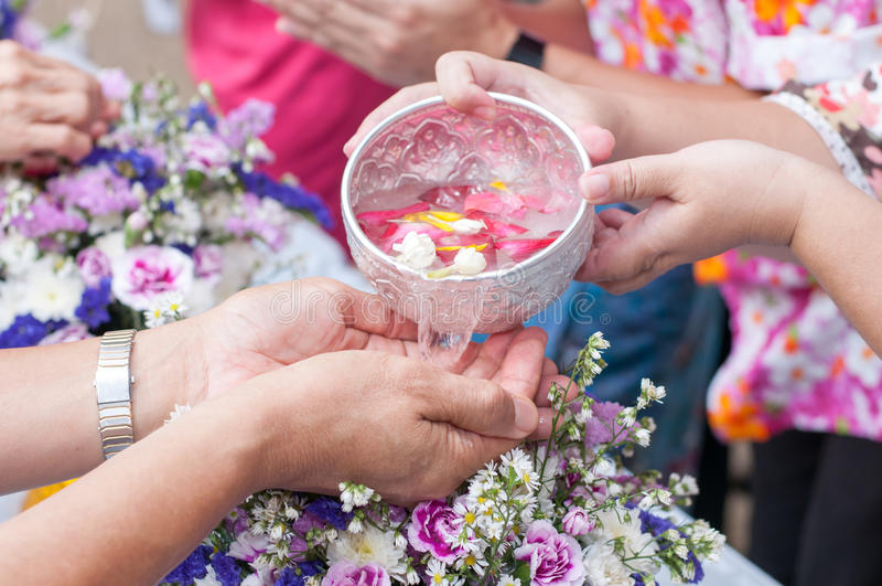 Songkran-Zeremonie lizenzfreies stockbild