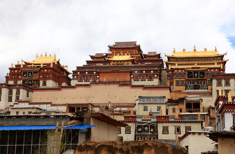 Songzanlin kloster i Zhongdian, Kina royaltyfri fotografi